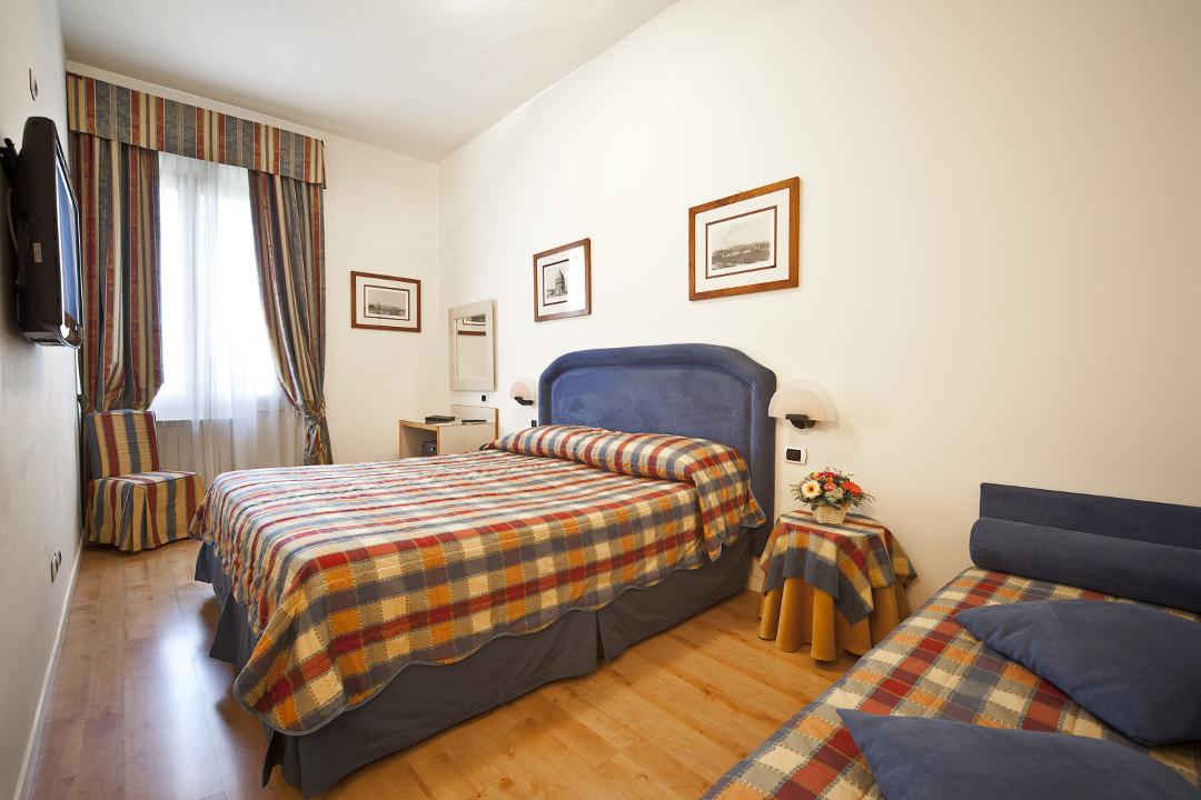 Gallery. Foto interni ed esterni - Hotel Italia